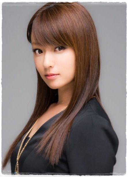 『深田恭子』黒マスク&ミニスカ姿 でお買い物。目が釘付けで買い物できねー。。。