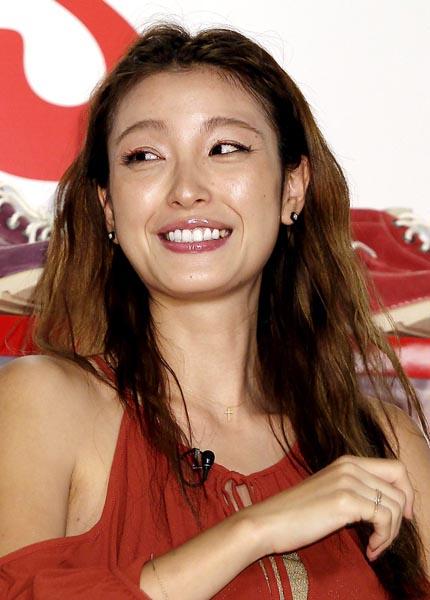 芸能引退発表をした『木下優樹菜』さん、30代俳優と恋に落ちてしまう