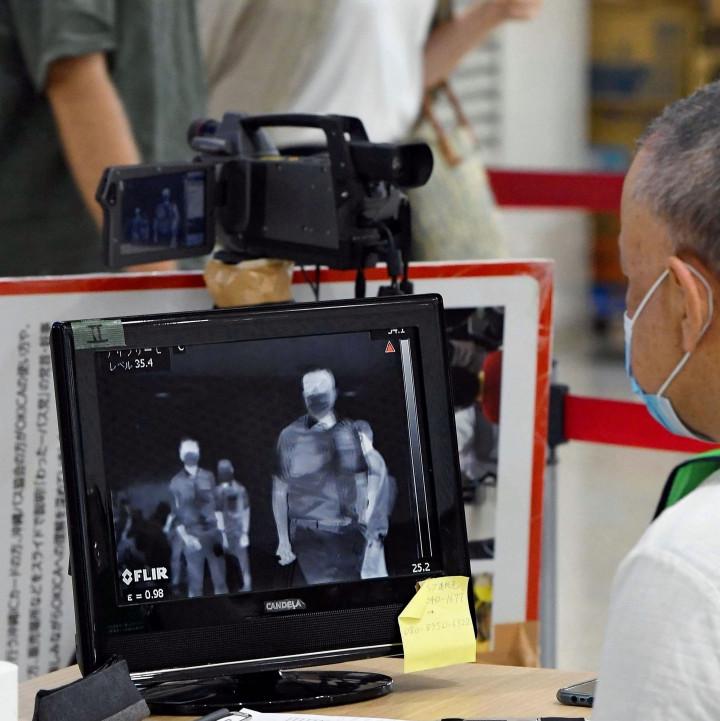 「逃げられました」那覇空港のサーモグラフィーで37.5℃以上の発熱を感知した男性が検温を拒否し逃走  ★3  [1号★]