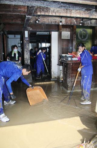 『政府』ボランティアの意味を履き違える。豪雨被災地の復興にはボランティアが必要だから集まって